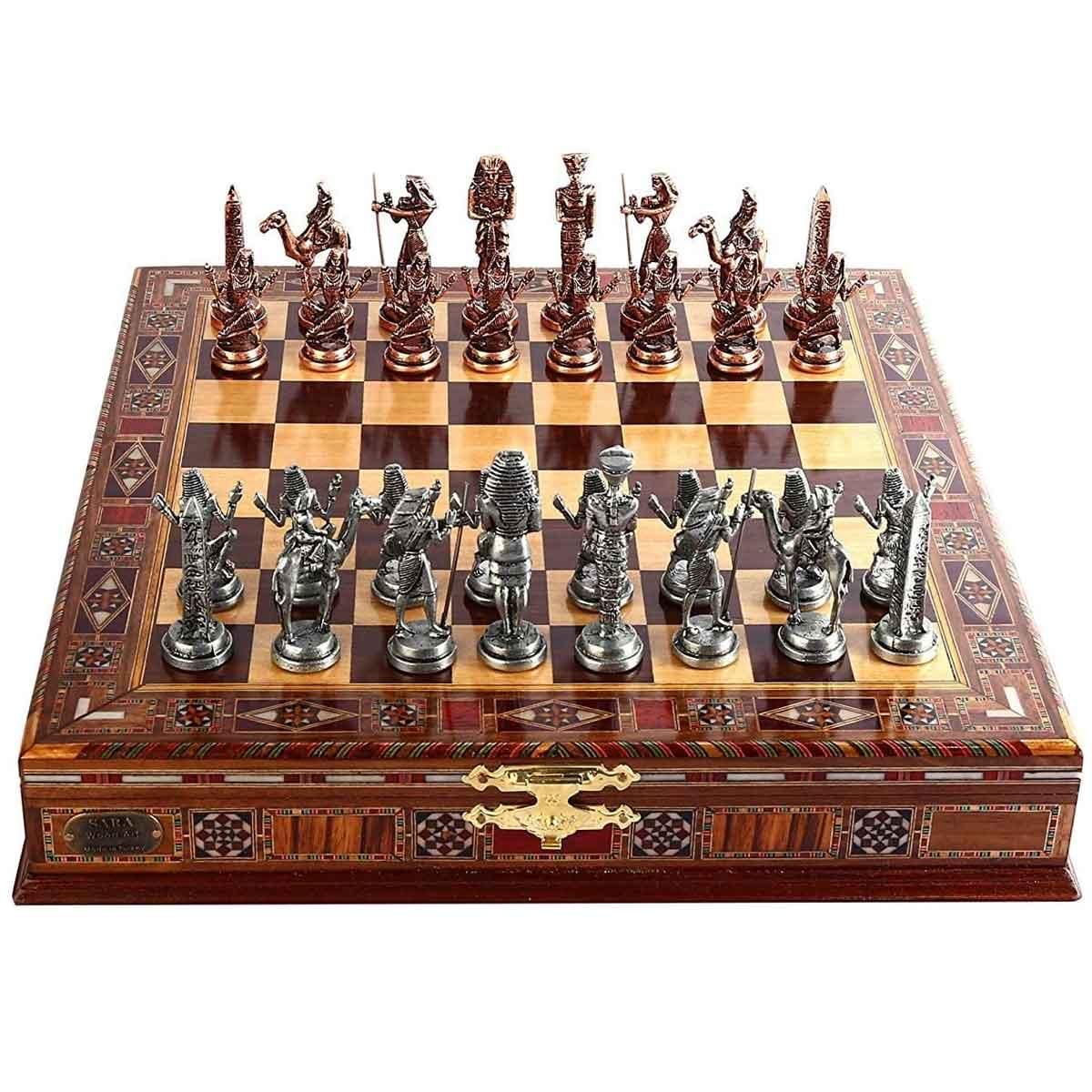 Juego de ajedrez de cobre antiguo egipcio